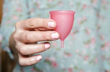 Erstat dine bind og tamponer med en menstruationskop - det er nemmere, sundere og smartere