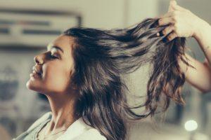 Hårstyling - plej dit hår med få midler
