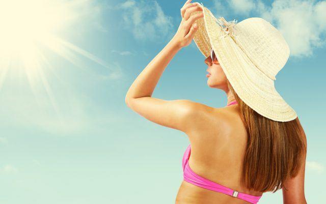 Beskyt dit hår mod solen med den rette solpleje