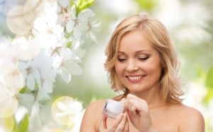 Hold huden smuk og velplejet med økologiske anti-age huplejeprodukter