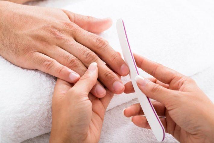 Sådan laver du en hjemme manicure