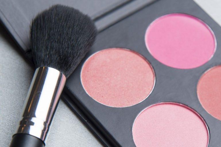 Få glød og spil i din make-up med blush